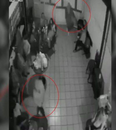 VIDEO | NO RESPETAN NI A LOS MUERTOS: Atracan par de truhanes a los asistentes a un velorio en la CDMX
