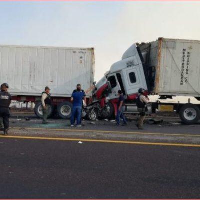 FOTOS | Carambola de quince vehículos deja al menos tres muertos y 17 heridos en Veracruz