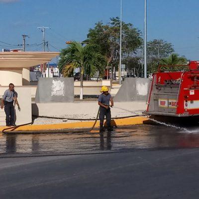 Derrapa moto y tira aceite en Chetumal