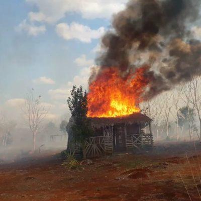 YA ERAN POBRES Y LOS ALCANZÓ EL FUEGO: Incendio consume dos viviendas en José María Morelos