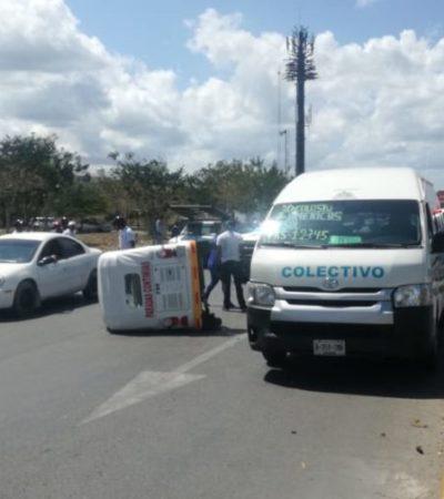 Mototaxi intenta ganarle paso a una van y colisionan, en Playa del Carmen