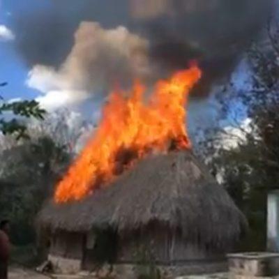 Cables de CFE se tocan y generan incendio en palapa en JMM