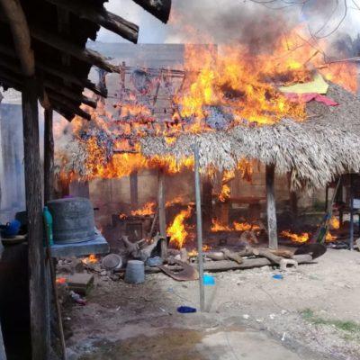 Arde palapa en el centro de Kantunilkín