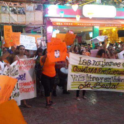Marchan contra la violencia de género en la Quinta de Playa del Carmen