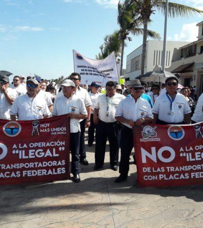 Taxistas de Cozumel marchan contra transporte federal