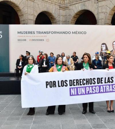 Recriminan mujeres a AMLO por solicitud de posponer el debate sobre el aborto
