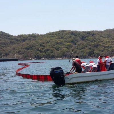 Se hunde embarcación y derrama combustible en la bahía de Puerto Marqués, Guerrero