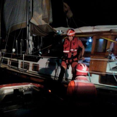 Rescata Marina a tres estadounidenses en alta mar