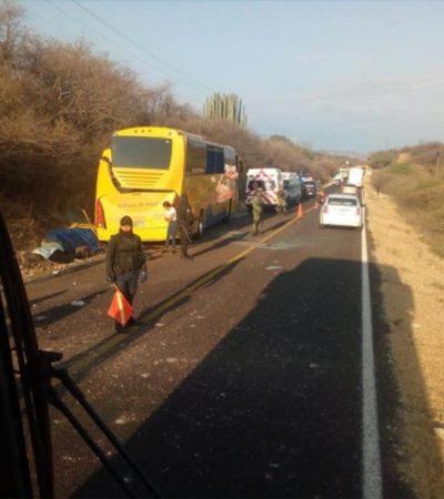 Choca autobús contra el costado de un cerro en la carretera Oaxaca-Puebla; mueren 10 pasajeros