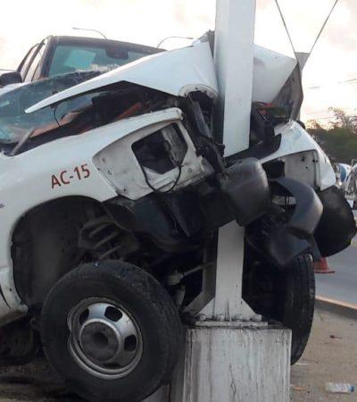 APARATOSO ACCIDENTE EN LA SALIDA A MÉRIDA: Un muerto al impactarse una grúa contra un poste en Cancún