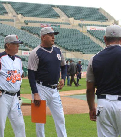 El 'Toro' Valenzuela supervisa práctica de los Tigres de Quintana Roo en el estadio Sonora