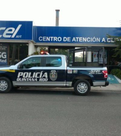 Sujetos armados amagan a empleados y clientes de una tienda de celulares para apoderarse del dinero, en la avenida Chichén Itzá