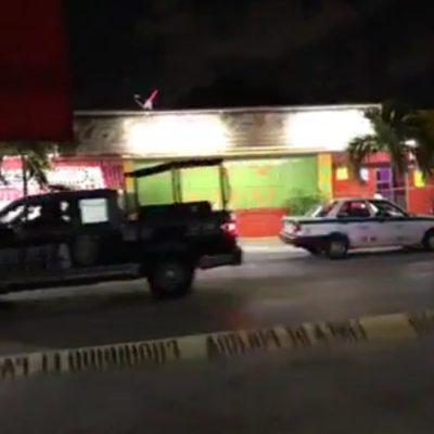 ATAQUES ANTES DE LA MEDIANOCHE EN CANCÚN: Disparan contra bar 'Génesis' en la SM 70 y contra una casa de citas en la Región 93; no hay heridos