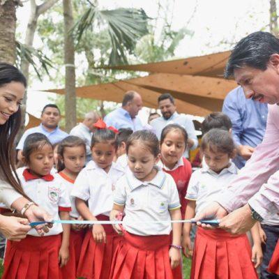 Inaugura Víctor Mas Tah ampliación y remodelación de parque infantil en Tulum