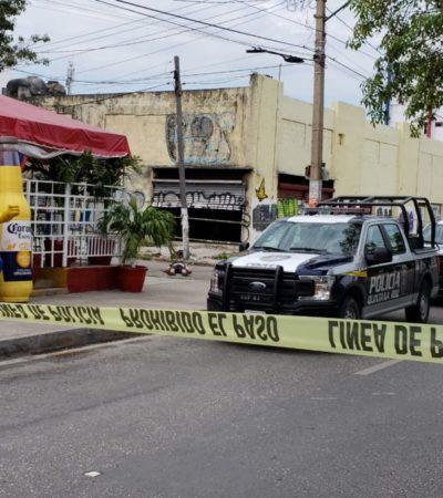 EJECUTAN A HOMBRE EN LA SM 23: El asesinato se registró en la avenida Tulum, frente a plaza Galerías donde la víctima recibió varios disparos