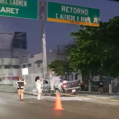APARATOSO ACCIDENTE EN EL BULEVAR COLOSIO: Un muerto y una mujer herida al chocar camioneta contra poste en la entrada de Bonfil