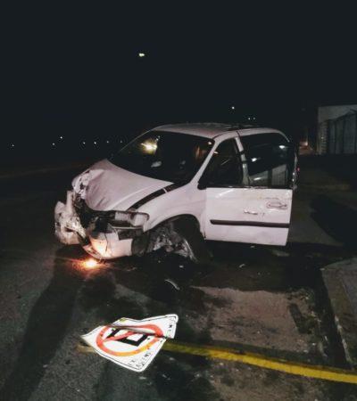Choca conductor contra caseta en la entrada del Cereso de Chetumal