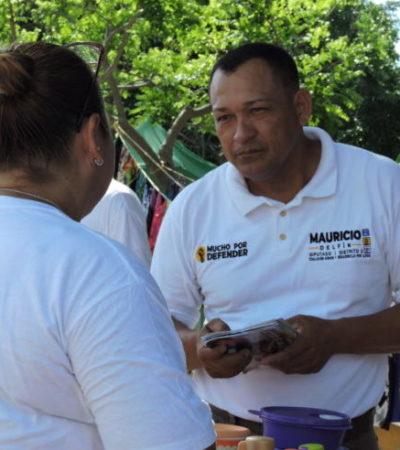 Mauricio Delfín escucha quejas de ciudadanos del Tianguis de 'Tierra Maya' por falta de alumbrado, pavimentación y seguridad