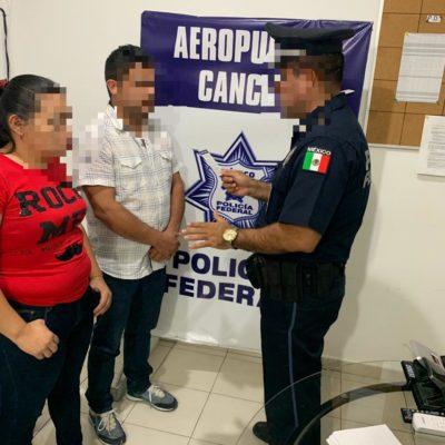 Detienen a salvadoreños en aeropuerto de Cancún con credenciales falsas