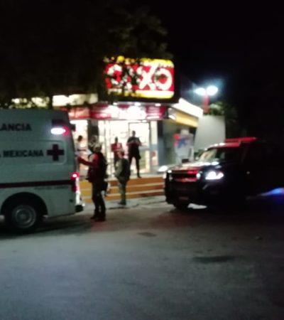 SALVÓ LA VIDA AL ESCONDERSE EN UN OXXO: Hieren de bala a hombre en Playa del Carmen