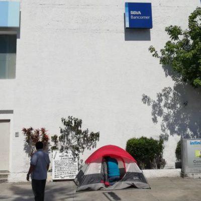 Por salud, desiste hacer huelga maestra afectada por Bancomer
