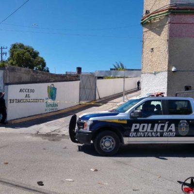 Reportan un muerto a balazos en el tercer nivel de la plaza Las Tiendas de Cancún
