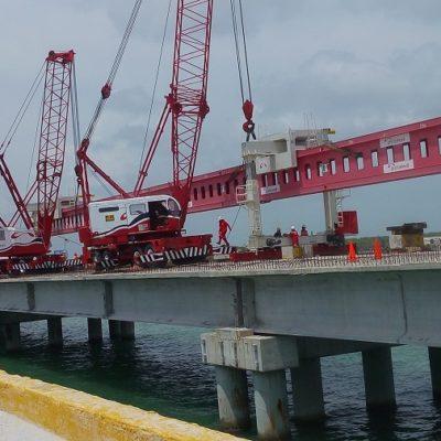 Colocan la última trabe del nuevo puente de La Unidad en Campeche; el avance de obra es de 94.38%