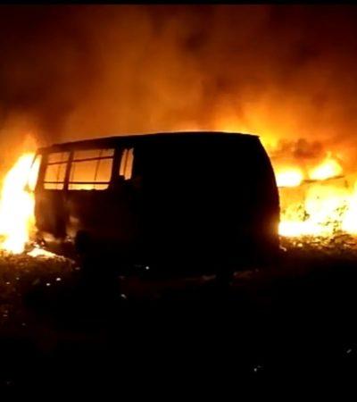 Arden vehículos en la frontera con Belice