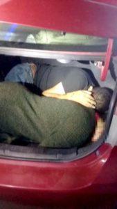 Asesinan a pareja presuntamente relacionada con tráfico de drogas a EU; obligan a su hija a trasladar los cuerpos