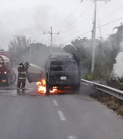 Arde van de pasajeros rumbo a Puerto Aventuras; no hay heridos