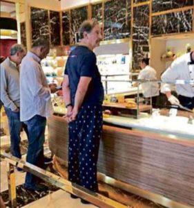 'Viralizan' foto de Vicente Fox en pijama en el restaurante de un hotel en Las Vegas, EU