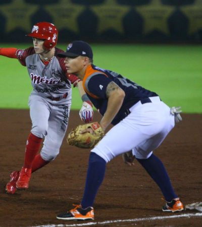 JUEGAZO DEFINIDO OTRA VEZ AL FINAL: Ante otra gran asistencia en el estadio Beto Ávila, los Diablos Rojos del México armaron ataque de tres en el noveno inning para vencer 6-3 a los Tigres de Quintana Roo