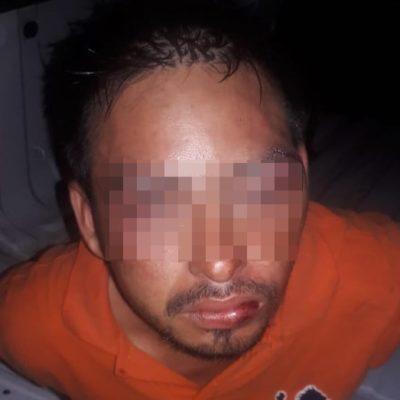 Amaga a empleados para robar comercio y es detenido en Villas del Sol
