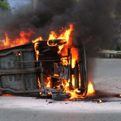 Se incendia mototaxi tras aparatoso accidente en el fraccionamiento Paseos Kabah de Cancún