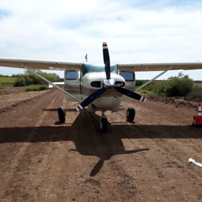 Hallan avioneta abandonada con casi media tonelada de mariguana en Sinaloa