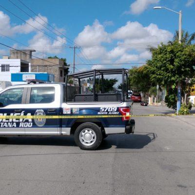 Muere una joven motociclista al ser impactada por una camioneta en el fraccionamiento Paseos Kabah de Cancún; chofer se da a la fuga