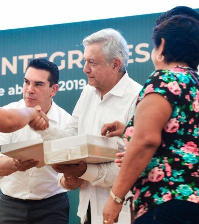 """ABUCHEAN A 'ALITO' EN CAMPECHE: Durante evento con AMLO, recibieron al Gobernador con gritos y rechiflas; """"a nosotros los gritos y los sombrerazos no nos asustan"""", responde"""
