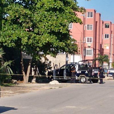 'DOMINGO DE RESURRECCIÓN' CON ENSABANADO EN CORALES: Hallan ejecutado con narcomensaje frente a escuela en la SM 77 de Cancún