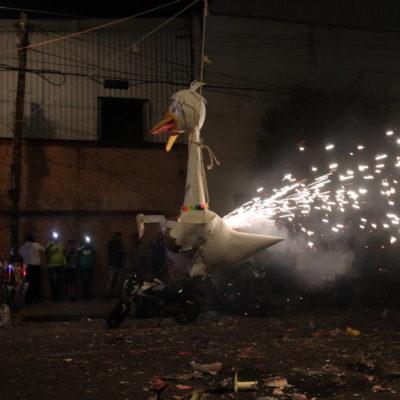 CRÓNICA   INCENDIAN AL 'TRAIDOR' EN SÁBADO DE GLORIA: El Colectivo de Cartoneros de CDMX hizo la tradicional quema de Judas con figuras e, incluso, con el 'Pejeganzo', una pieza satírica del Presidente