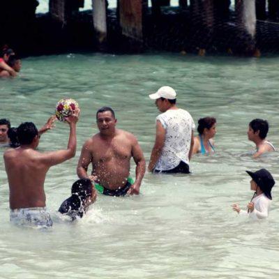 LA PLAYA EN PLAN ECONÓMICO, UNA TRADICIÓN EN SEMANA SANTA: Sí se puede disfrutar Cancún con hielera, botanas y cerveza, un clásico nacional