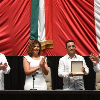 """Francisco Granados Navas recibe la medalla al mérito Médico """"Dr. Jorge Ariel López Herrera"""""""