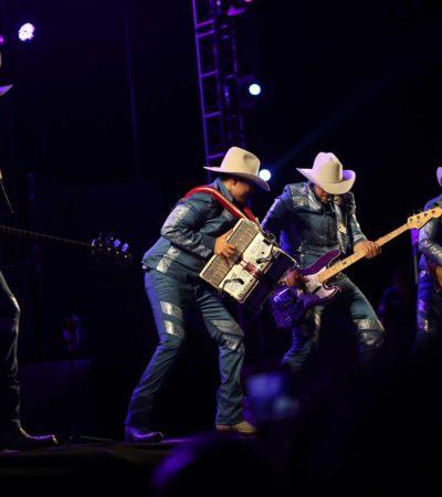 Con lleno total, se presenta el grupo 'Bronco' en la feria de El Cedral de Cozumel