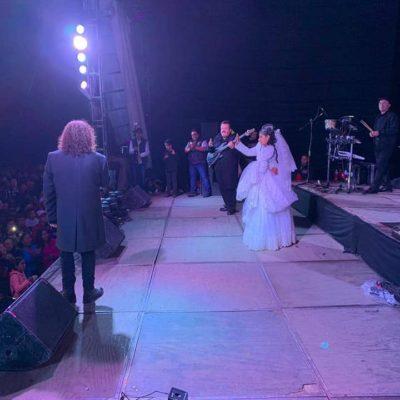 Convierten boda en 'megaconcierto' de 'Los Acosta' en Veracruz; acuden más de 15 mil personas