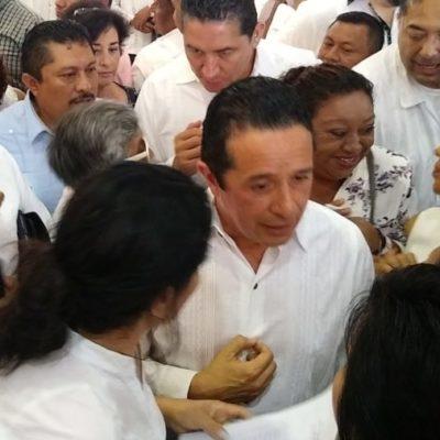 A dos años y medio de asumir el cargo, insiste Carlos Joaquín que es objeto de ataques y obstáculos políticos para impedirle cumplir con sus metas porque ha tocado 'intereses'