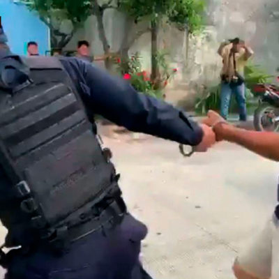 """""""ME VALE MADRES, TE VOY A DAR BOTE"""": Documenta Artículo 19 abuso de policías municipales contra reportero Eric Galindo durante cobertura periodística de un ejecutado en Cancún"""
