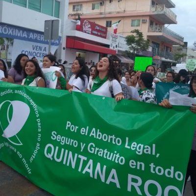Activistas del colectivo Marea Verde, piden a Carlos Joaquín que aplique acción contra integrantes de la XV Legislatura por negarse a analizar reforma de ley para despenalizar el aborto en QR