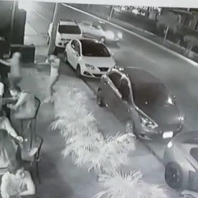 ASÍ FUE EL ATAQUE A LA CERVECERÍA CHAPULTEPEC: Difunden grabación del momento en que dos sicarios disparan contra clientes del bar en Playa del Carmen