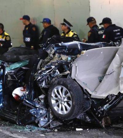 FOTOS | Viajaban ocho personas en auto prensado entre dos tráileres en la CDMX; mueren cuatro
