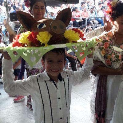 Preservan cozumeleños tradición y cierran festejos de la feria de El Cedral con Baile de la Cabeza de Cochino