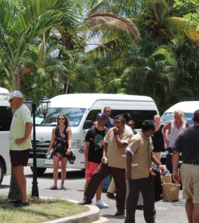 EL PLEITO DE SIEMPRE POR EL TURISTA: Bloquean taxistas de Cozumel entrada de hotel